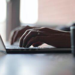 trabajar freelance en la computadora